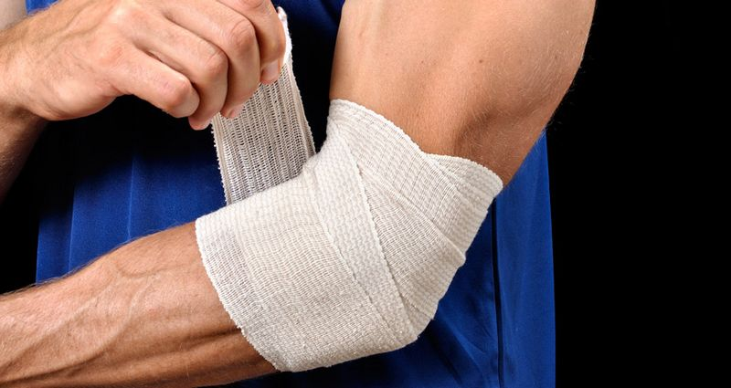 Эпикондилит плечевого сустава: симптомы и лечение